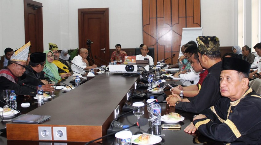 Hasil gambar untuk Gubri Jemput Kesepakatan Pengelolaan Blok Rokan ke LAMR
